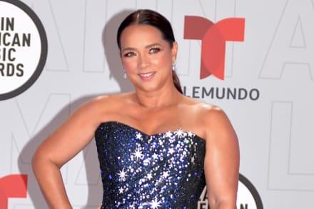 En top, leggings y mini vestido Adamari López enseña atributos con su cuerpo más delgado (FOTOS)