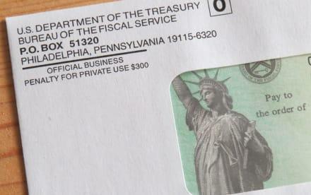 Padres recibirán también pago de $1,800 después de los cheques mensuales de $300