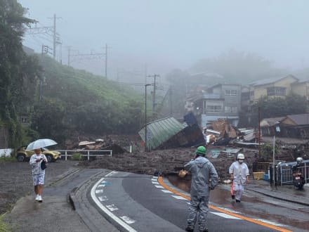 Deslave en Japón: al menos 19 desaparecidos, casas enterradas y autos inundados