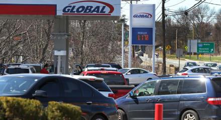 Reportan estaciones de servicio sin gasolina en pleno festivo del 4 de Julio