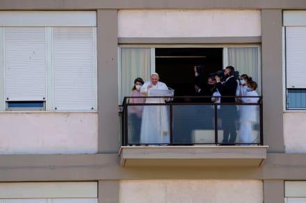 Papa Francisco hace primera aparición desde su cirugía