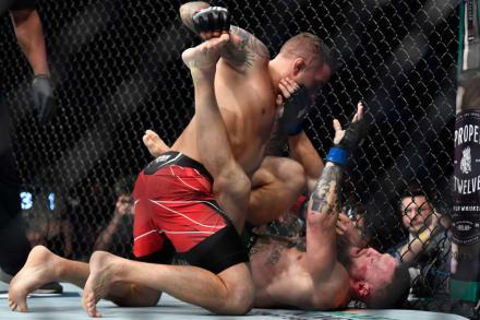Pelea de UFC termina con Conor McGregor con fuerte lesión y Trump 'robándose el show'