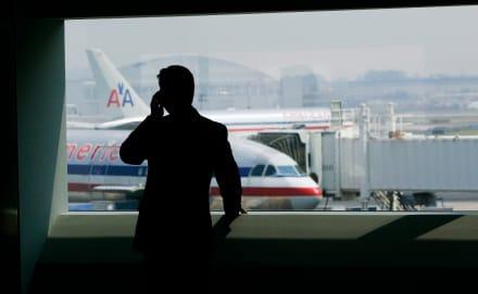 Amenaza de bomba en LAX obliga a policía a cerrar terminal de aeropuerto