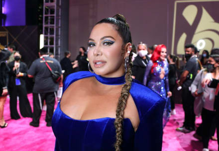 ¿Ya se operó? Chiquis Rivera enciende las redes sociales al aparecer en vestido nude sin brasier