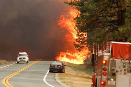 Ordenan evacuaciones en California ante infernal incendio