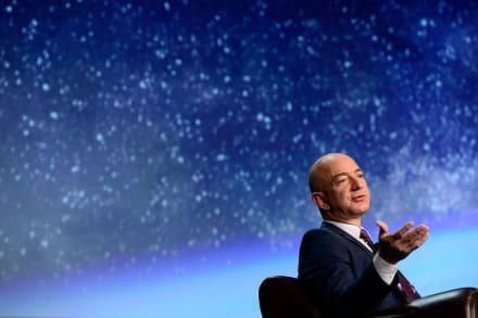 Jeff Bezos, fundador de Amazon, parte al espacio y regresa con éxito