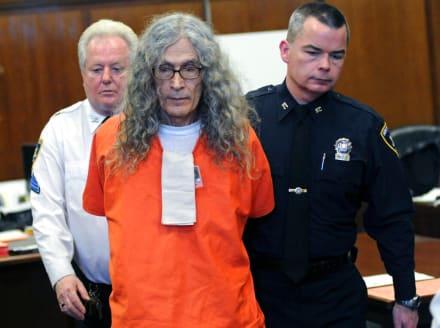 Murió asesino en serie hispano Rodney Alcalá, sospechoso de 130 muertes en EE.UU.