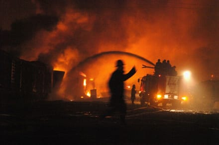 Incendio en almacén deja 14 muertos y más de 20 heridos