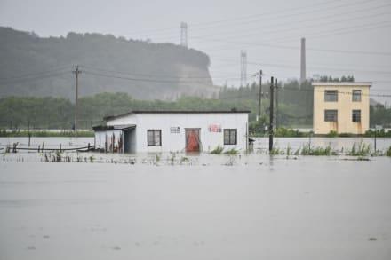 Un tifón azota Shanghai e inunda las carreteras de la ciudad (FOTOS + VIDEOS)