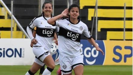 Jugadora paraguaya recibe ollas como premio, las redes se indignan