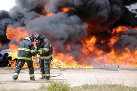 Dos muertos y decenas de heridos por fuga química en planta de Texas