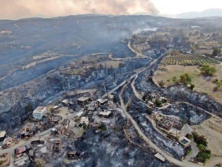 Se desata el 'infierno' en Turquía, incendios matan a 4 y destruyen casas (VIDEOS)