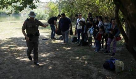 Departamento de Justicia pide a Texas retirar orden de inmigración