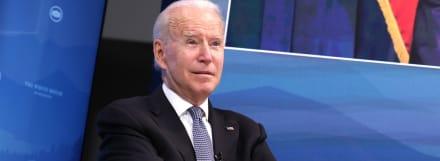 """Señor hay algo en su barbilla"""", la nota del asistente al presidente Biden"""