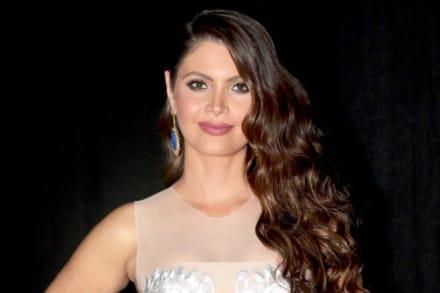 ¡De espaldas! Chiqui Delgado, novia de Jorge Ramos, presume retaguardia en bikini blanco (FOTO)