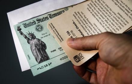 Algunos estados comienzan a enviar un cuarto cheque de estímulo
