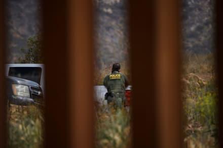 Revelan fuertes imágenes de los cuerpos de inmigrantes tras estrellarse la camioneta en que viajaban en Texas