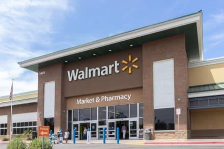 Exbombero racista le grita a una empleada de Walmart que aprenda inglés (VIDEO)