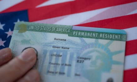 Mala noticia de los papeles, advierten quiénes perderían sus green cards