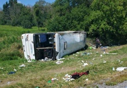 Un autobús turistico sufre aparatoso accidente en Nueva York, todos los pasajeros fueron llevados al hospital (FOTOS)