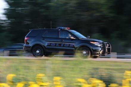Policías de Ohio acuden a rescatar a bebé que quedó encerrado en automóvil (VIDEO)
