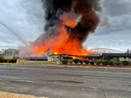 Incendio en Puyallup: ordenan evacuación inmediata por temor a explosión de químicos