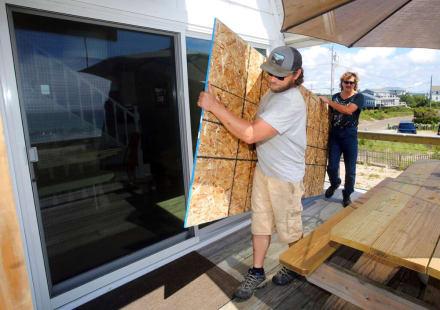 Ordenan evacuar zona costera de EE.UU. por huracán Henri y declaran estado de emergencia