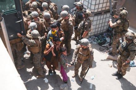 """Talibanes advierten a EEUU y Reino Unido retirarse de Afganistán el 31 de agosto o """"habría consecuencias"""""""
