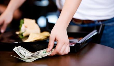 Cliente en restaurante de Florida paga 144 dólares y deja 10,000 de propina