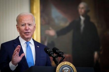 Biden pidió a empleadores exigir vacunas tras aprobación total de Pfizer