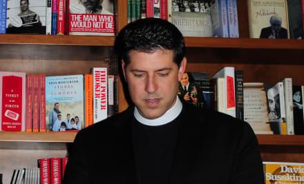 Padre Alberto está de luto por muerte de un ser muy querido de la radio