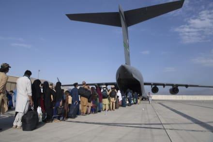 """Confirman explosión en el aeropuerto de Kabul tras advertencias de """"inminente ataque terrorista"""""""