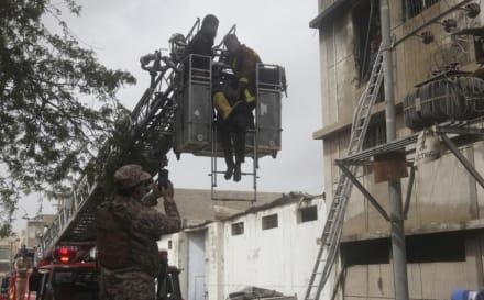 Confirman decenas de muertos tras incendio en fábrica de químicos y en base militar