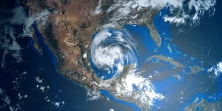 Huracán Larry aumenta su potencia y amenaza con peligrosas olas a costas de EE.UU.