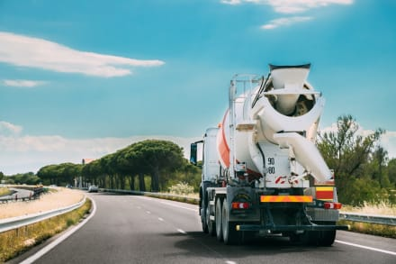 Famosa actriz es atropellada por un camión de cemento (FOTOS)