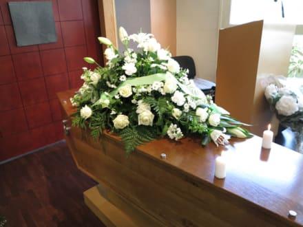 Muere productor de noticias que trabajó en Univision y famosos le lloran