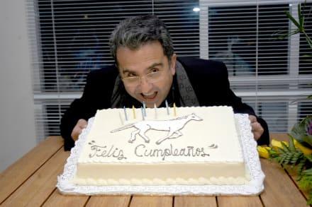 En medio de rumores sobre la muerte de su papá, Vicente Fernández Jr ya se quiere casar con su novia (FOTO)