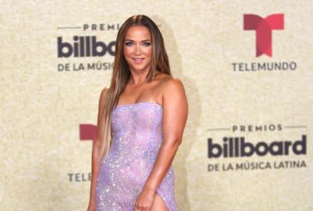 Alfombra Latin Billboards: Adamari López presume su nuevo cuerpazo en vestido de transparencias