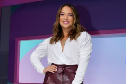 ¡Casi se le sale todo! Adamari López 'se descara' en premios Billboard con vestidito que deja ver sus atributos (FOTOS)