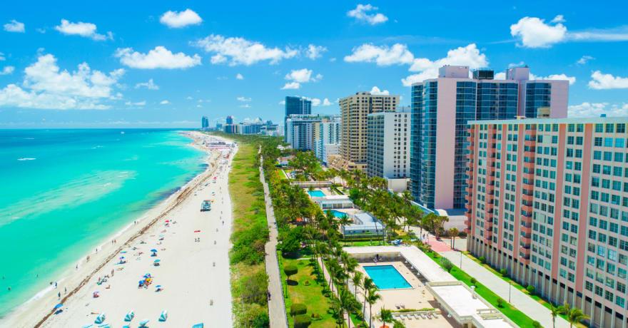 Latino emprendedor en Miami, ¡alcanza el éxito con estas 9 ideas de negocios rentables en Miami