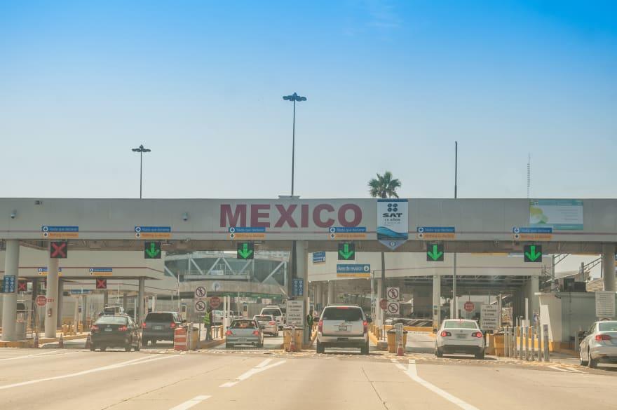 ¿Gracias a los frijoles? Migrante hondureña sí cruzó a los EE.UU. (VIDEOS)