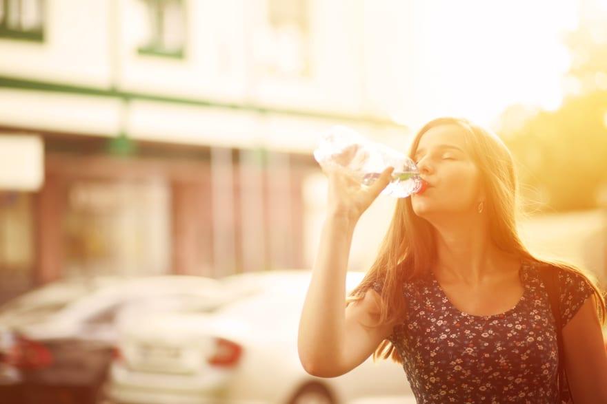 ¿Siempre con sed? Conoce las causas de la deshidratación
