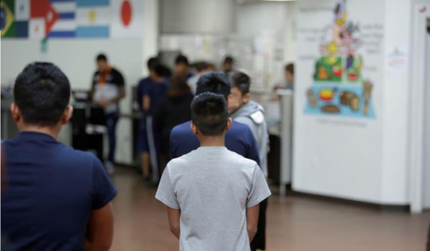 Colorado aprueba norma que amplía protecciones a menores inmigrantes