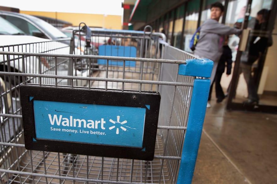 Cliente de Walmart descubre inesperado y terrible mensaje en juguete en plena Navidad (FOTOS)