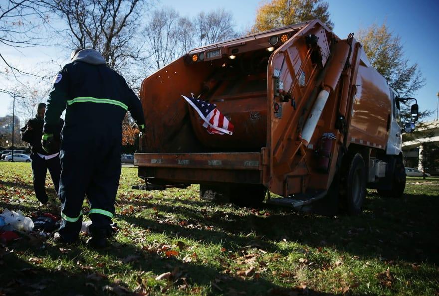 Hombre sin hogar queda atrapado dentro de un camión de basura en Alabama