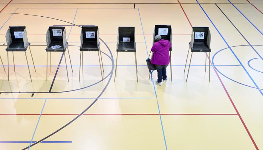 ICE y DOJ demandan a Carolina del Norte entregar registros de votantes de los últimos ocho años