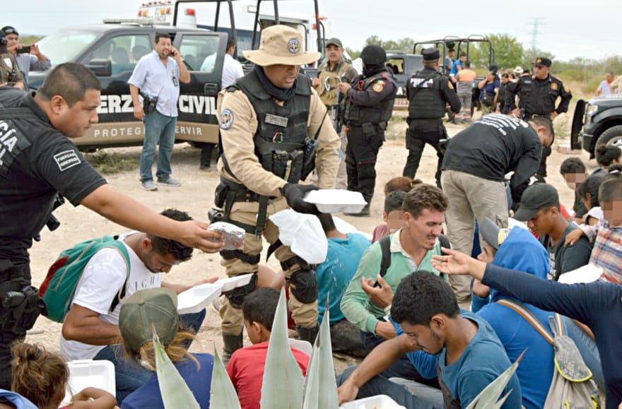 Revelan lo que pagan migrantes a polleros por llegar a Houston