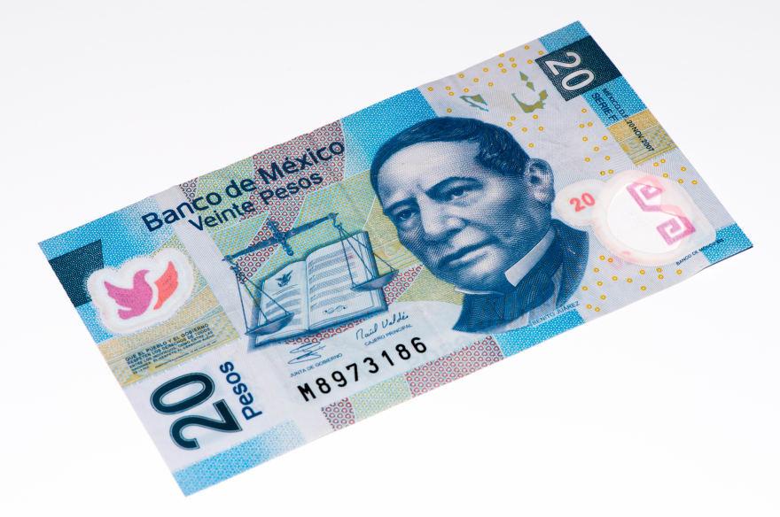 Mexicanos se confunden con moneda de 20 pesos (FOTOS)