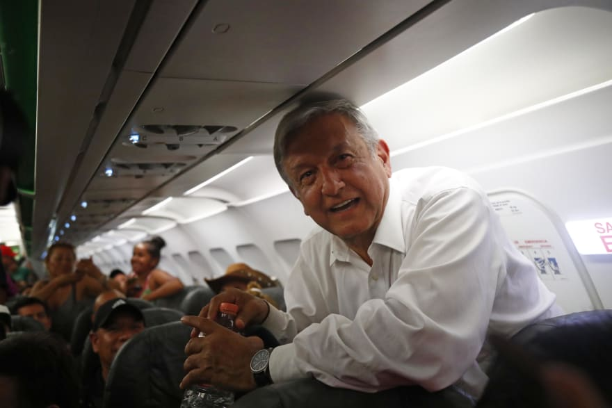 López Obrador queda varado cinco horas en aeropuerto; ¿cambia de opinión sobre venta del avión presidencial? (VIDEO)