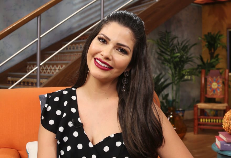 Ana Patricia Gámez tiene penoso 'accidente' en pleno programa en vivo (VIDEO)